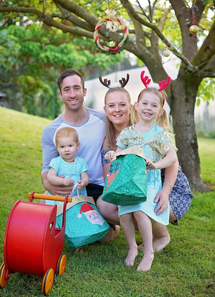 a Christmas family photo captured by Tauranga children and family photographer Susanna