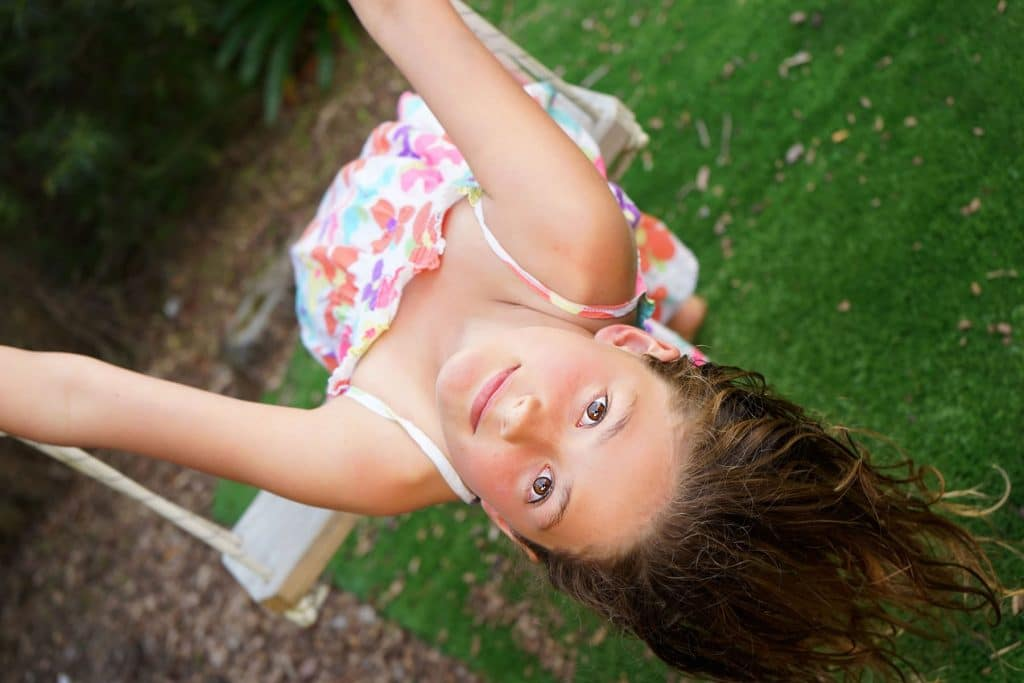 a girl playing on the swing captured by Tauranga children and family photographer Susanna